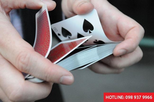dụng cụ bạc bịp bùa may mắn khi tham gia đánh bài